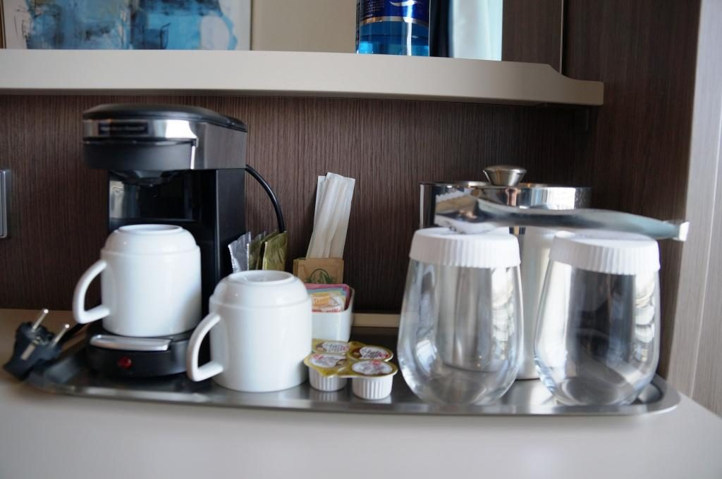 Norwegian Bliss Mini Suite 10806 Kaffeemaschine