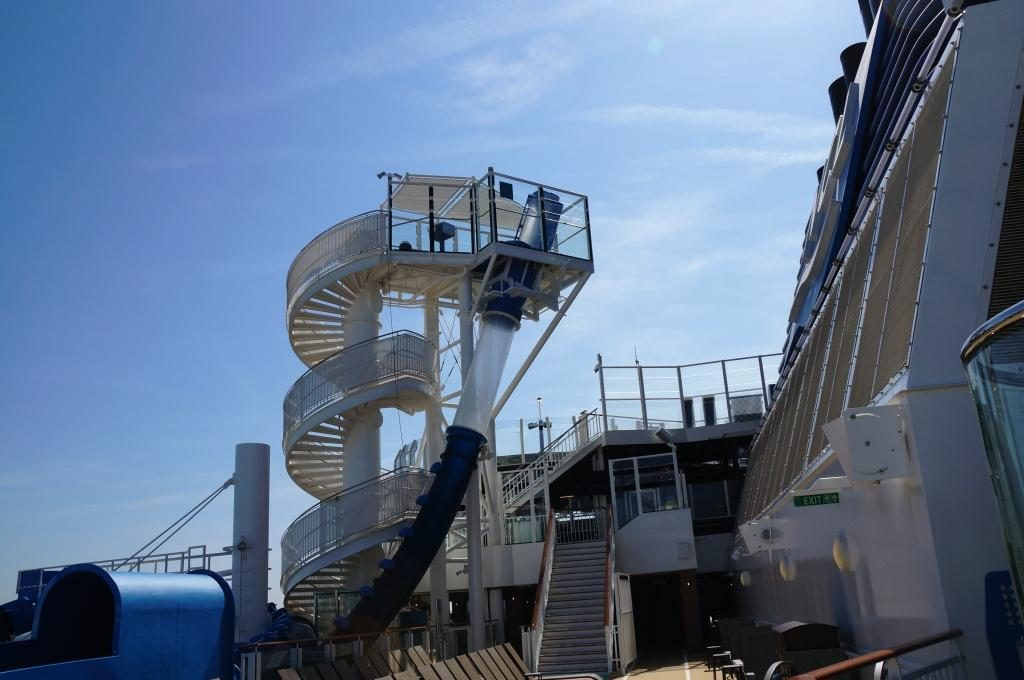 NCL Bliss The Loop Freefall Rutsche