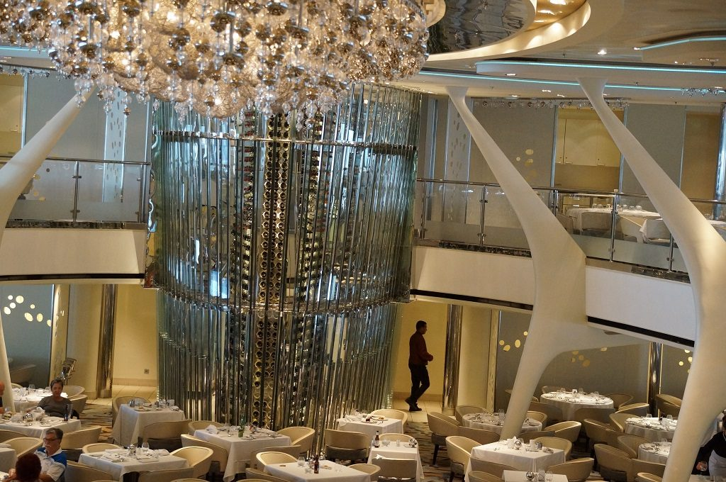 Celebrity Eclipse Hauptrestaurant Moonlight Sonata mit Weinturm