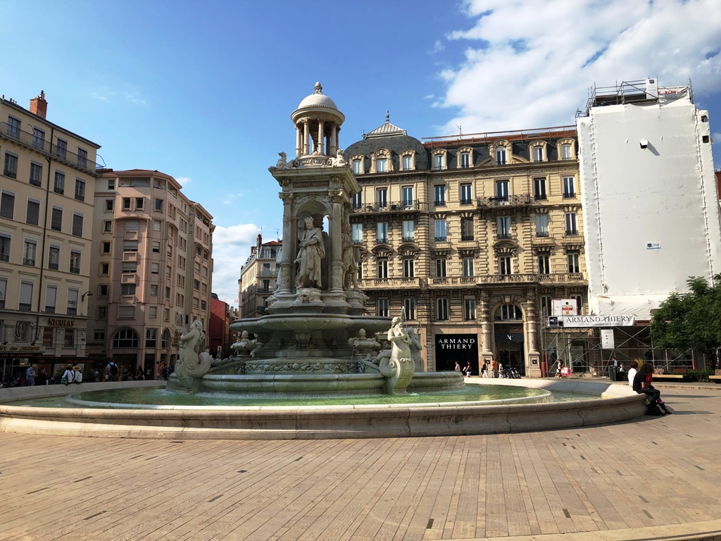 Brunnen Place de Jacobins in Lyon während des Landausfluges