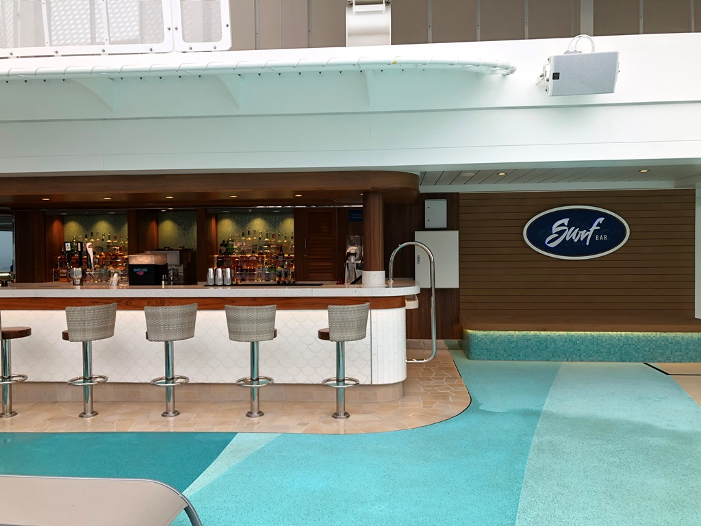 Norwegian Encore Surf Bar am Pool