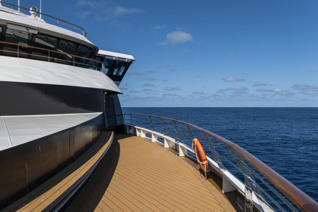nicko cruises World Voyager Observation Deck Aussicht aus Meer