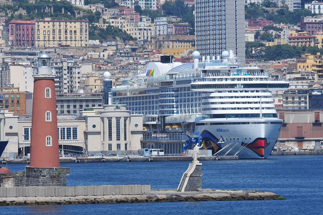 AIDA Cruises AIDAperla in Neapel