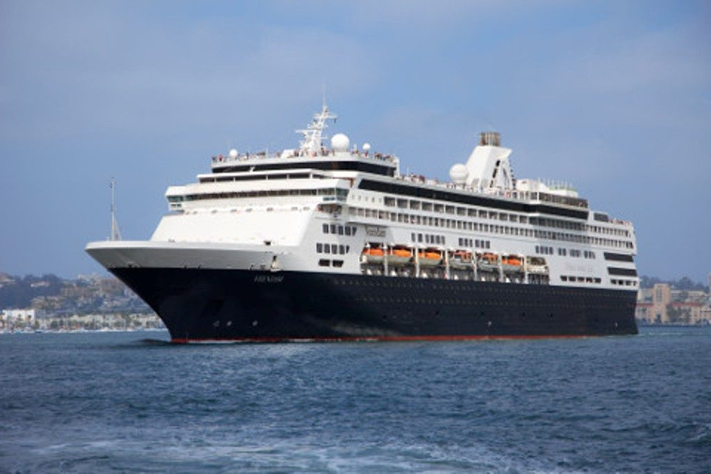 MS Veendam Holland America Line (1)