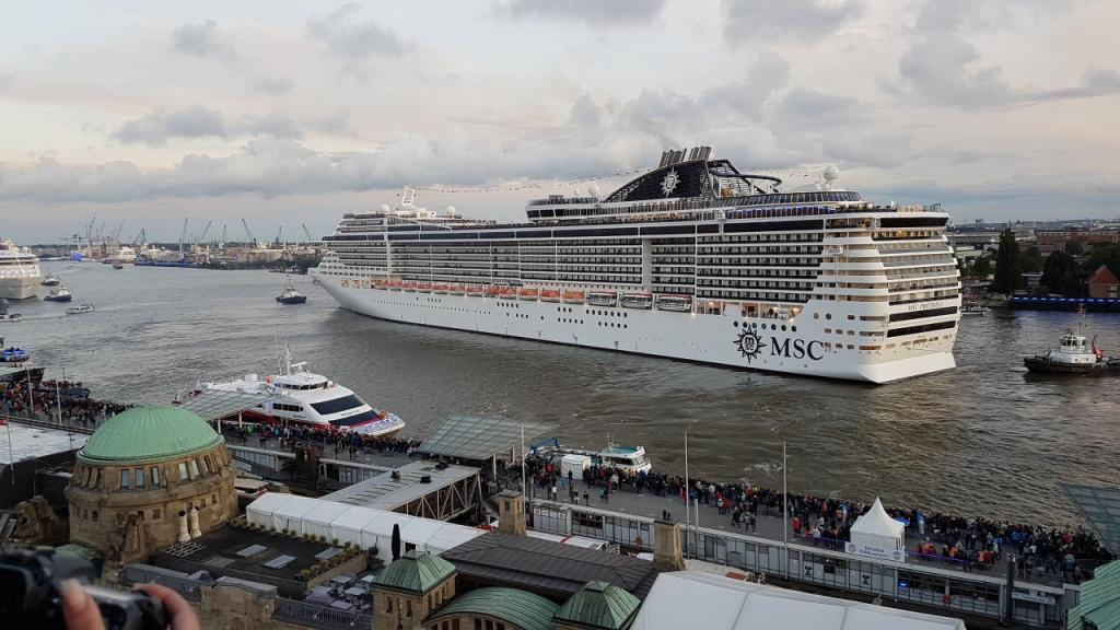 MSC Preziosa auf den Hamburg Cruise Days 2017 vom MSC Ballon