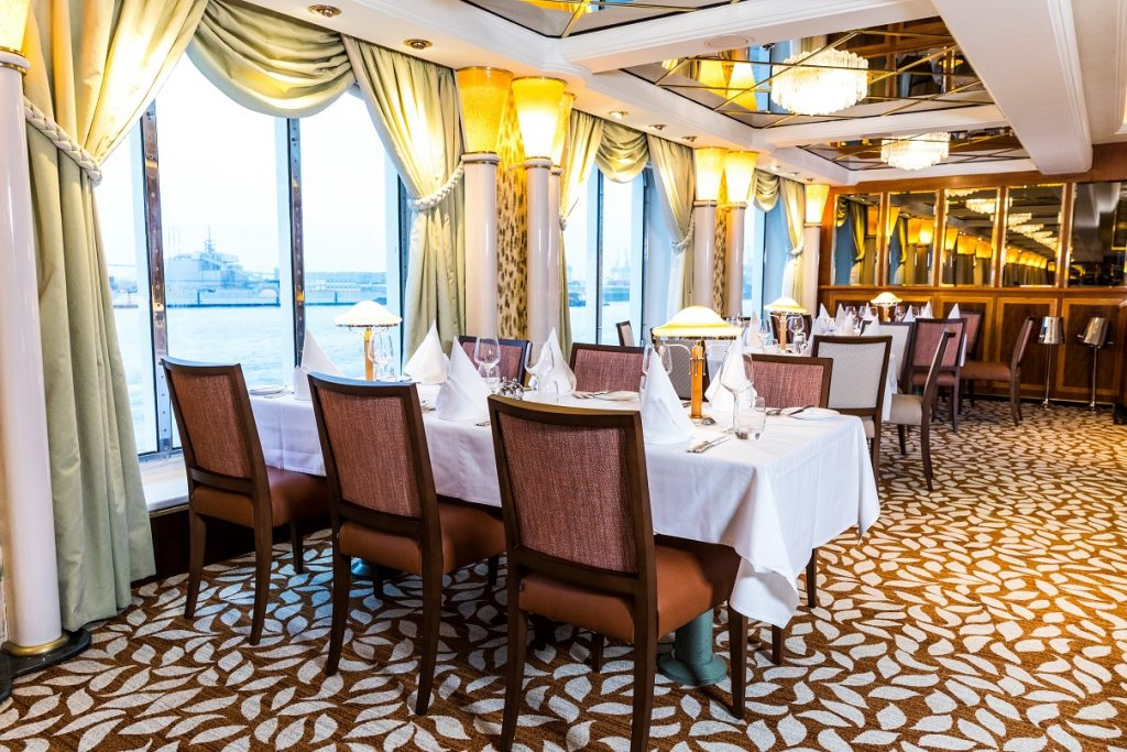P&O Cruise MS Oriana Restaurant