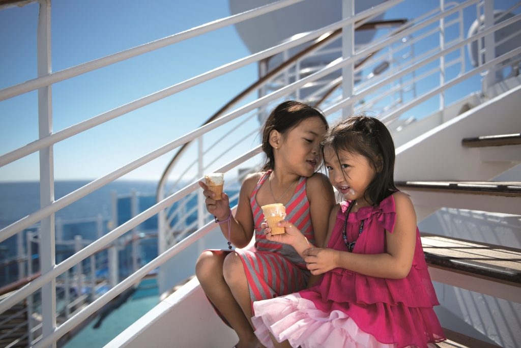 Princess Cruises Kids Eating Ice Cream auf Kreuzfahrt