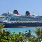 Disney Cruise vor der Privatinsel von Disney