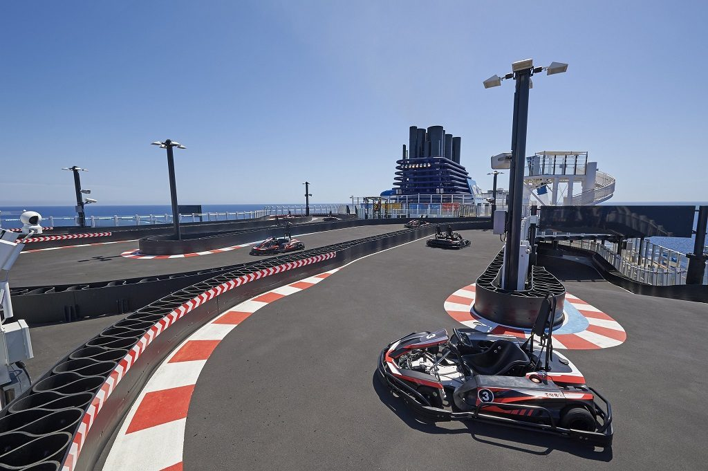 NCL Corporation Ltd. Norwegian Bliss Kartbahn auf See